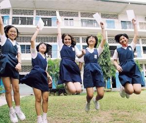 malaysische Schülerinnen in Uniform